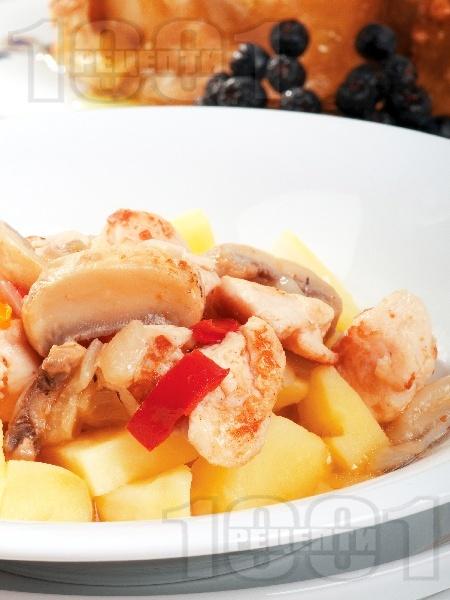 Задушени пилешки жулиени с гъби и картофи - снимка на рецептата